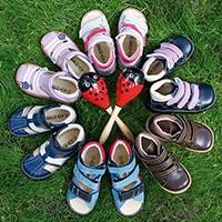 Многие представляют детскую ортопедическую обувь совершенно не такой, какая она на самом деле. Давайте познакомимся с основными заблуждениями и развеем неправильное представление о ней.
