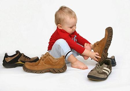 Советы экспертов по правильному выбору обуви для детей. Как выбрать материал, форму, размер детской обуви, чтобы ребенку было удобно и полезно.